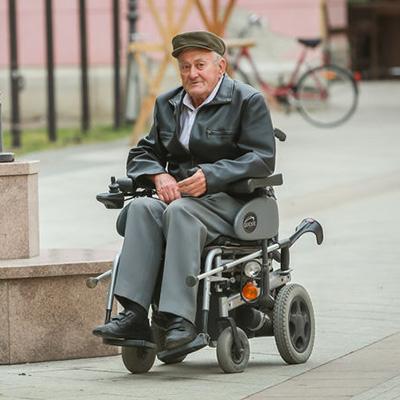 silla-de-ruedas-electrica-ancianos-murcia